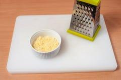 在板材01的乳酪巴马干酪 库存图片