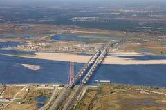 在极大的河的二座桥梁 库存图片