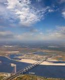在极大的河的二座桥梁 库存照片