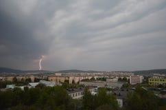 在极性小山的闪电在市摩尔曼斯克 免版税图库摄影