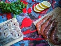 在构成的海鲜在五颜六色的背景 免版税库存图片