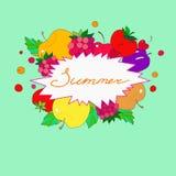 在果子和莓果框架的夏天字法  免版税库存照片