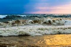 在果阿海滩的日落 免版税库存照片