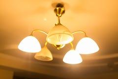 在枝形吊灯的灼烧的灯 免版税库存图片