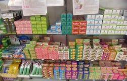 在架子商店的泰国牙膏 免版税图库摄影