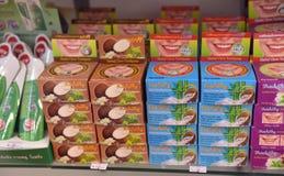 在架子商店的泰国牙膏 免版税库存图片