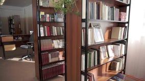 在架子的书 学校图书馆 影视素材