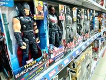 在架子的奇迹玩具在购物中心 免版税库存照片