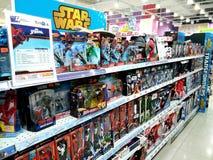 在架子的奇迹玩具在购物中心 免版税图库摄影