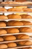 在架子的新鲜的麦子面包在超级市场 图库摄影