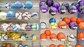 在架子的球 免版税库存照片