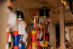 在架子的胡桃钳身分 木图,圣诞节,标志; 免版税库存图片