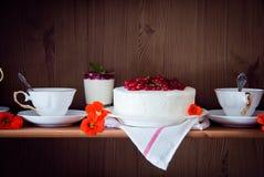 在架子的蛋糕 库存照片