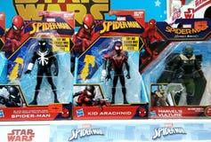 在架子的蜘蛛人玩具在购物中心 免版税库存照片