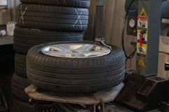 在架置设备的轮子 免版税库存图片