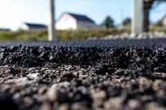 在柏油路边缘的石头 免版税库存图片