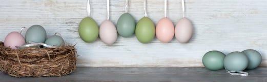 在柔和的淡色彩的复活节彩蛋 免版税库存图片
