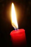 在查出的黑色的烛光紧密  免版税库存照片