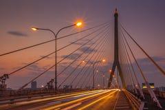 在查奥Praya河的Rama VIII桥梁 图库摄影