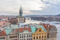 在查尔斯桥梁的历史建筑在布拉格 图库摄影