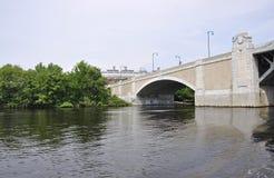 在查尔斯的波士顿大学桥梁波士顿Massachusettes国家的美国 免版税库存图片