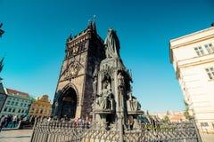 在查理大桥在布拉格老镇,捷克附近的烈士位置 库存图片