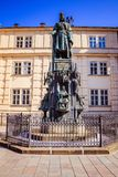在查理大桥在布拉格老镇,捷克附近的烈士位置 库存照片