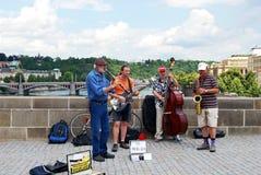 在查理大桥,布拉格的爵士乐队 图库摄影