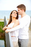 在查看彼此的日期的夫妇 免版税库存照片