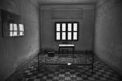 在柬埔寨的臭名远扬的Tuol Sleng s21秘密监狱的一个细胞 库存照片