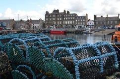 在柯克沃尔钓鱼海港,奥克尼捉蟹纱架苏格兰的首都 免版税库存照片