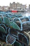 在柯克沃尔钓鱼海港,奥克尼捉蟹纱架苏格兰的首都 图库摄影