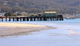 在柱子点港口,加州的老,被风化的码头 库存图片