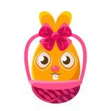在柳条桶五颜六色的娘儿们宗教节标志Emoji的复活节蛋形橙色复活节兔子 库存图片