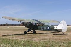 在标号的吹笛者J-3C-65 Cub吹笛者L-4蚂蚱单引擎小型飞机没有 4个分谴舰队皇家澳大利亚人空军队 免版税图库摄影