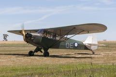在标号的吹笛者J-3C-65 Cub吹笛者L-4蚂蚱单引擎小型飞机没有 4个分谴舰队皇家澳大利亚人空军队 库存照片