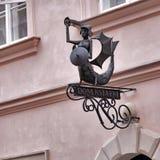 在标志的美人鱼在咖啡馆在华沙 免版税库存照片