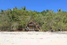 在树之间的一个小屋在Rang亚伊海岛 库存照片