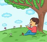 在树传染媒介例证下的愉快的男孩阅读书 皇族释放例证