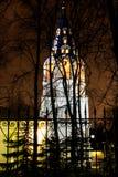 在树后的基督徒教堂 免版税库存图片
