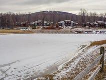 在树带界线滑雪胜地西维吉尼亚附近的风景 库存照片