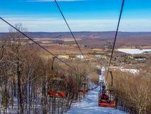 在树带界线滑雪胜地西维吉尼亚附近的风景 库存图片