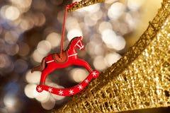在树的圣诞节玩具 库存图片