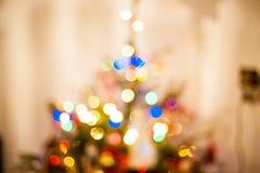 在树的抽象圣诞灯在家 库存照片
