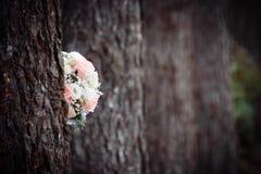 在树的本质的婚礼花束 免版税图库摄影