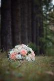 在树的本质的婚礼花束 免版税库存图片