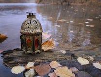 在树的葡萄酒灯笼在秋天湖 免版税库存照片