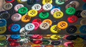 在树脂夺取的颜色按钮 免版税库存图片