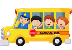 在校车的愉快的儿童动画片 免版税图库摄影