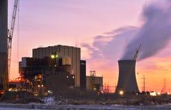 在核电站的日落 免版税库存照片